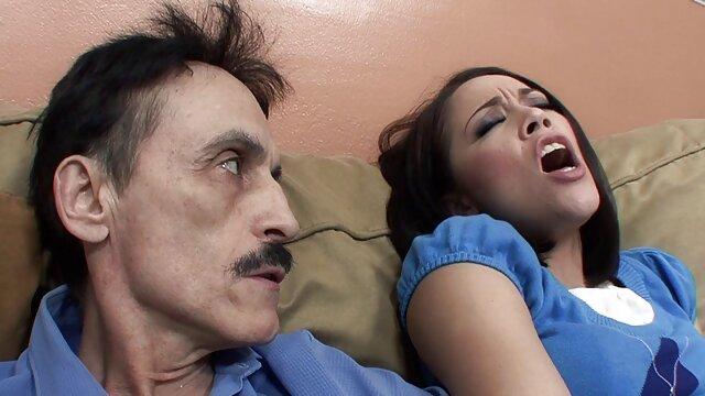 کاستاریکا ویویان 18 ساله دو بار از فیلم سوپر زن با مرد blowjob