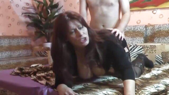 بمب چرمی ونزوئلا مونرو رز اینجا است ، یک فلم سوپر زن الاغ بزرگ رانده شده توسط لاتین